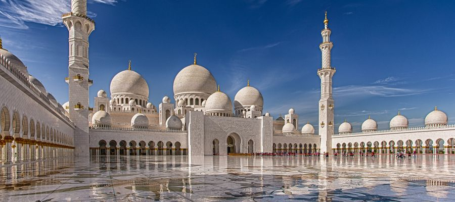 Abu Dhabi é moderna sem deixar a tradição da cultura árabe